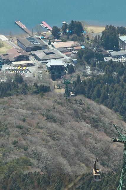 駒ケ岳山上から見た箱根園水族館