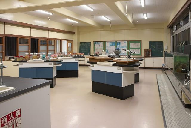 むろと廃校水族館 理科室