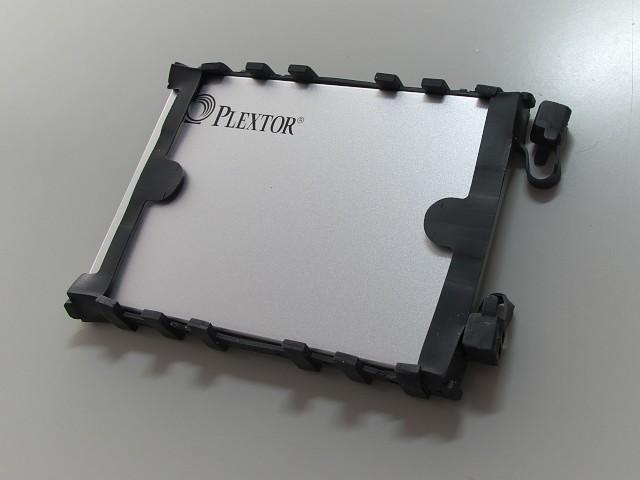 SSDに外周部品を取付
