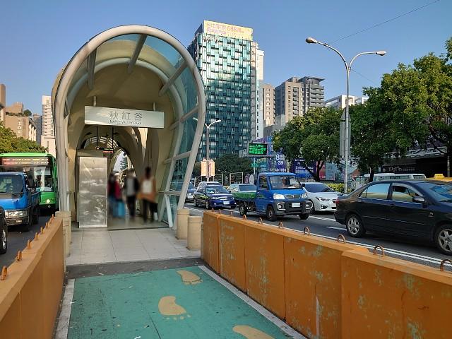 台中・元BRTのバス停
