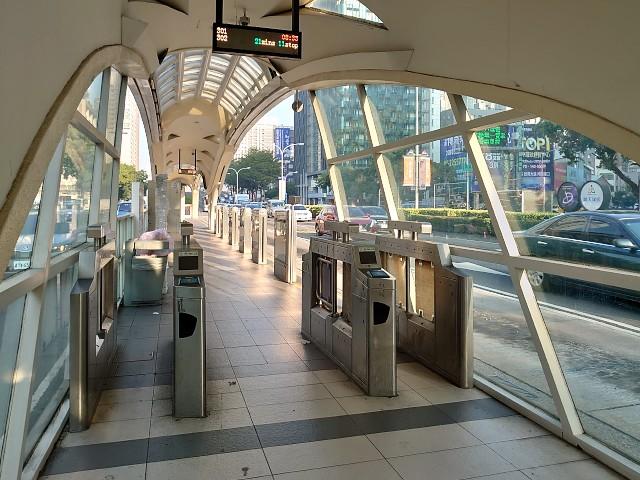 台中・元BRTの改札機